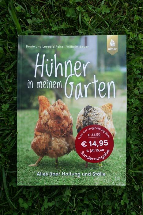 """Cover des Buches """"Hühner in meinem Garten"""" in der Wiese"""